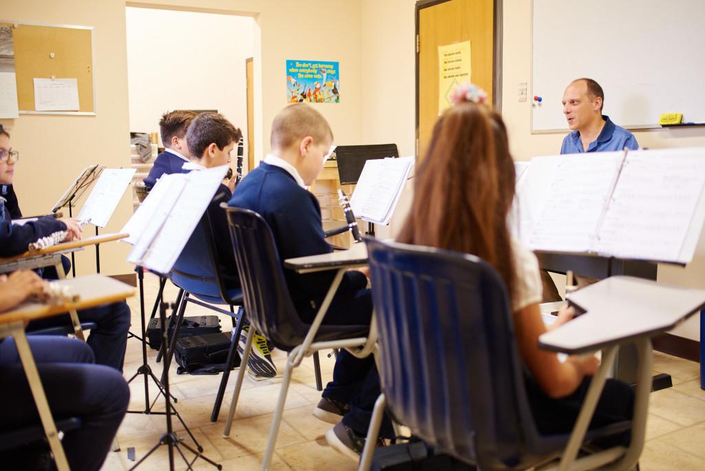 maple-leaf-montessori-music-class-specialized-programs